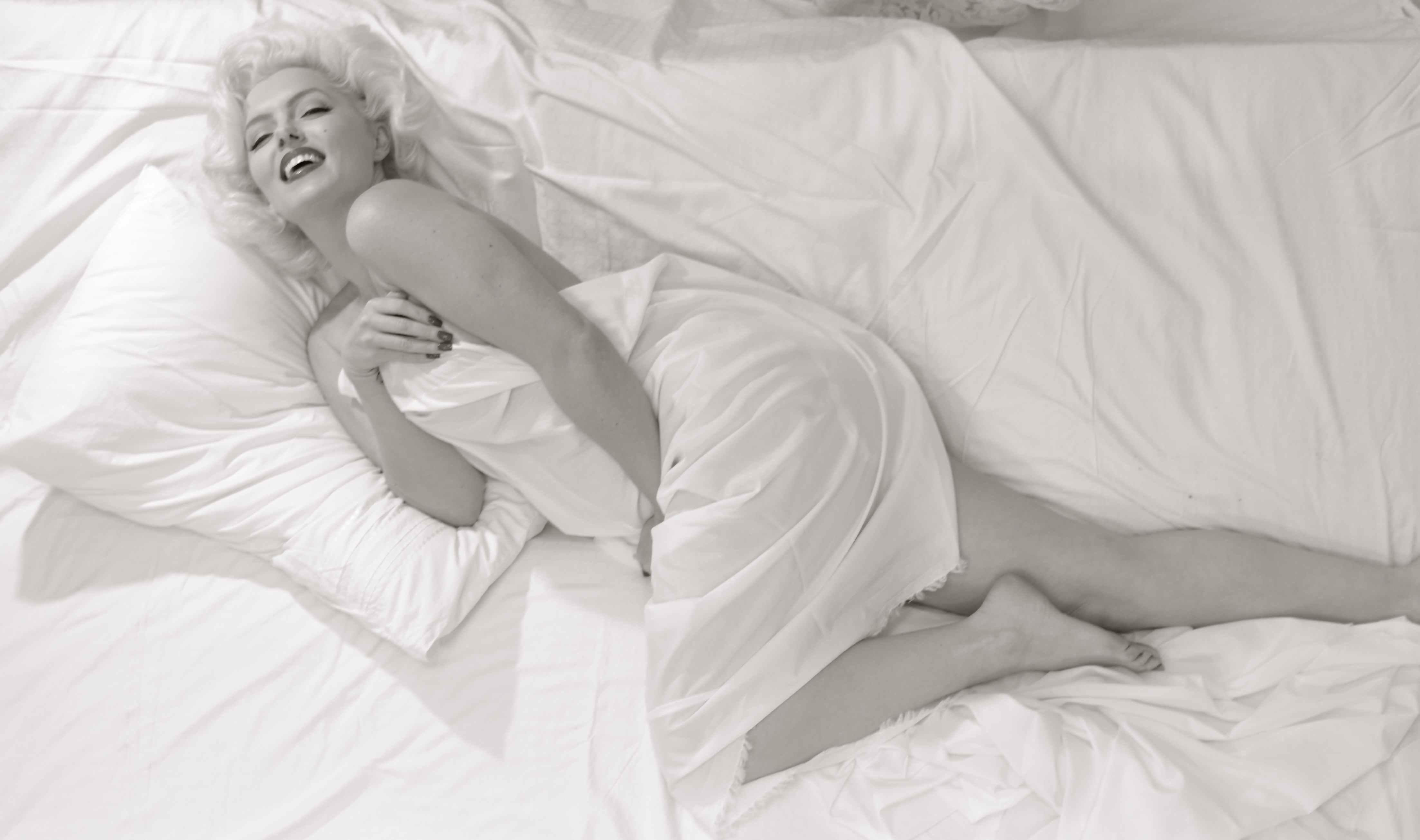 Risultati immagini per marilyn monroe at bed