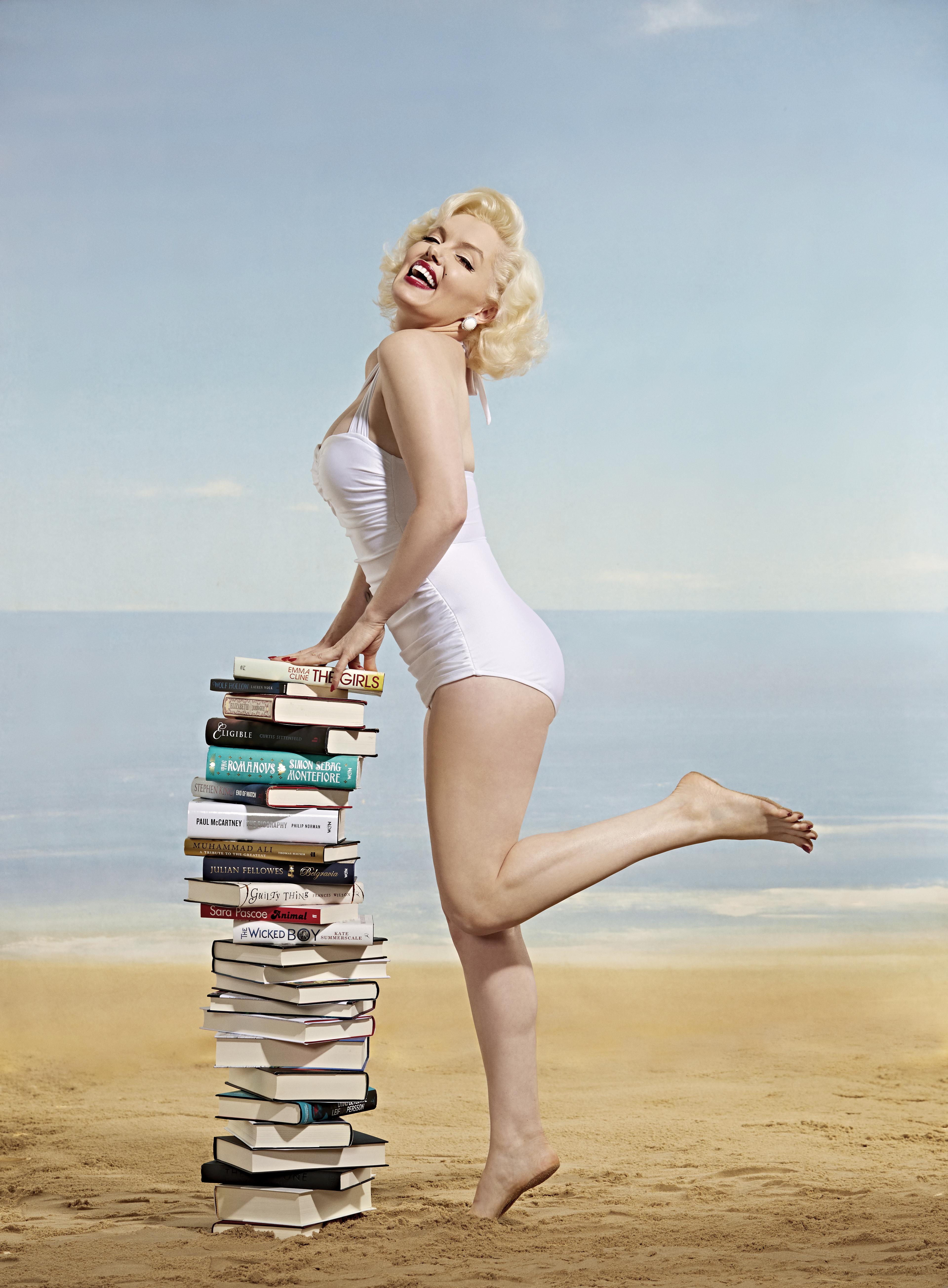 Suzie Kennedy As Marilyn Monroe Modelling